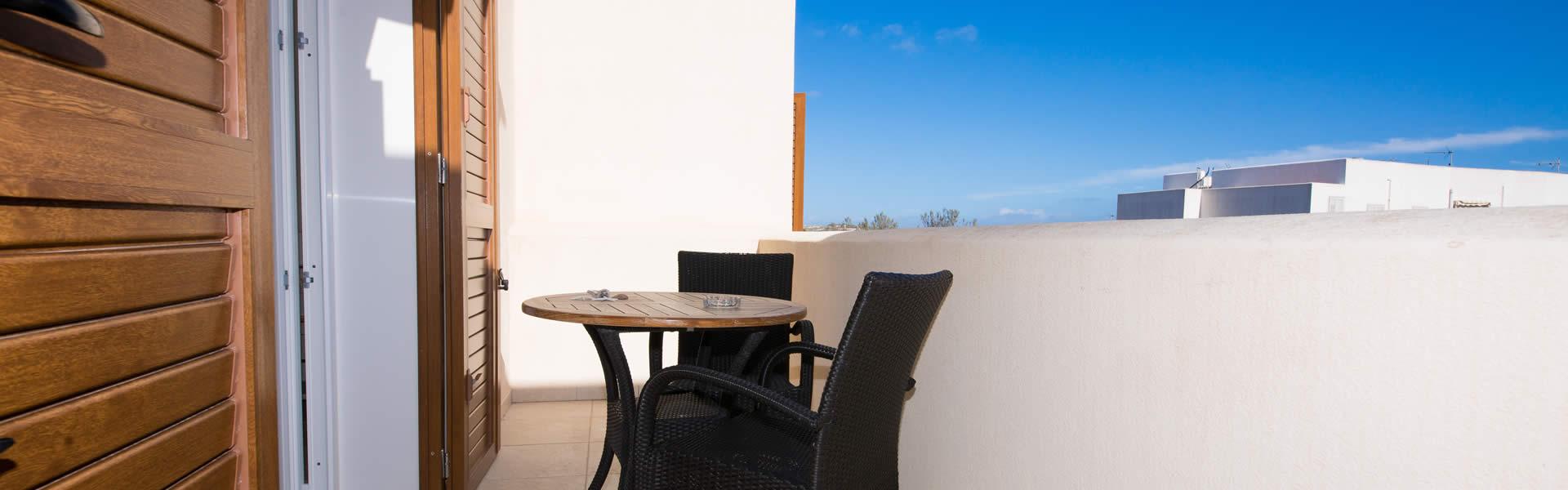 Accoglienti e graziose camere doppie o matrimoniali, dallo stile semplice e raffinato arredate in tinte chiare e rilassanti.