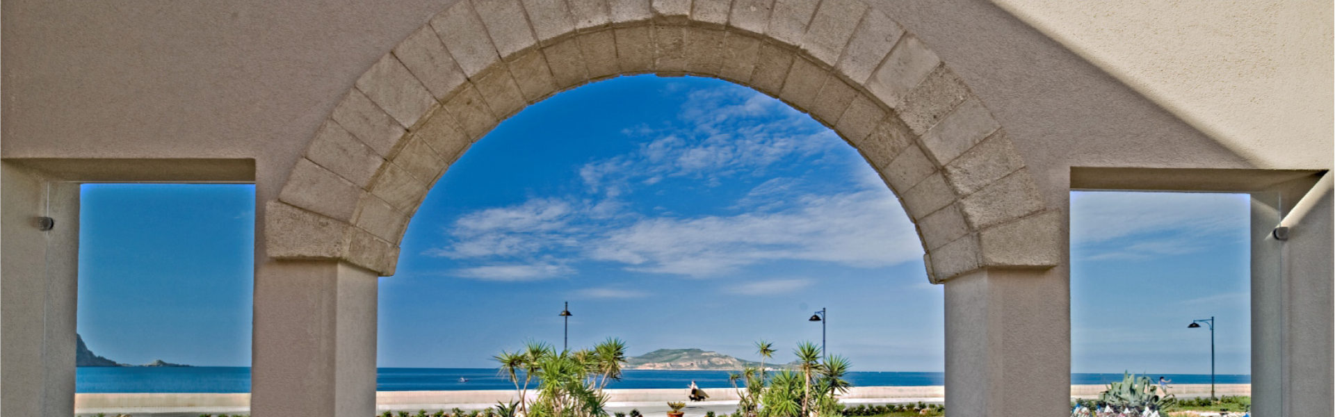 In Sicilia, sull'isola di Favignana, immerso nei profumi della macchia mediterranea esiste un luogo di pace.  L'Hotel Tempo di Mare a Favignana è ubicato nelle immediate vicinanze del centro dell'isola, e ha una vista mozzafiato sull'isola di Levanzo.