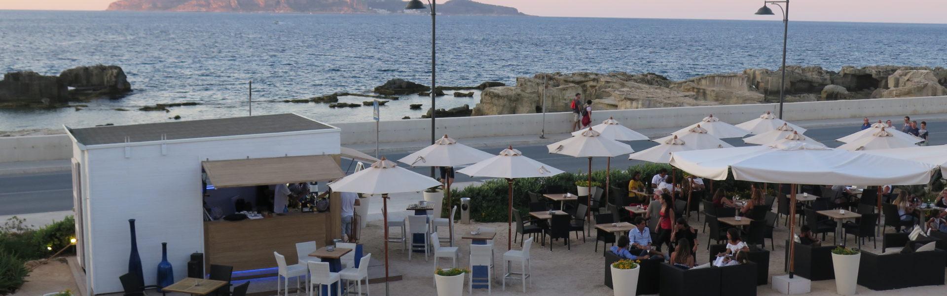 Il Corallo Cafè da un dolce Buongiorno ai suoi ospiti accogliendoLi al risveglio nell'incantevole chiosco vista mare. Qui troverete una ricca varietà di dolcezze e coccole che accompagnerà le vostre prime ore della giornata.